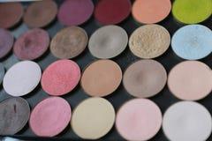 Poudre multicolore sur le fond noir Photo stock