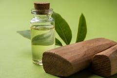 Poudre, pétrole et pâte de bois de santal d'Ayurvedic photos stock