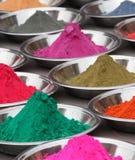 Poudres colorées au marché photos libres de droits