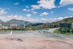Poules Gap, Irlande - panneaux routiers pour l'anneau de Kerry en Irlande images libres de droits