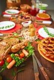Poulet avec l'assaisonnement et légumes Photos stock