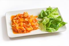 Poulet avec le poivre et la salade image stock