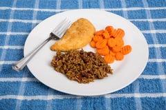 Poulet avec les haricots rouges et le riz et les carottes Image libre de droits