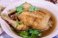 Poulet bouilli avec de la sauce à poissons et la coriandre Images libres de droits