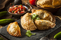 Poulet bourré fait maison Empanadas images libres de droits
