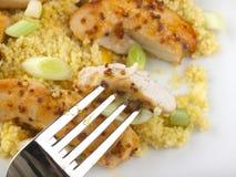 Poulet collant avec le repas de couscous de mangue Image stock