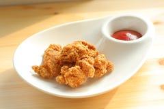 Poulet cuit à la friteuse avec le ketchup Photos libres de droits