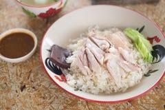 Poulet cuit à la vapeur par gourmet thaïlandais avec du riz photographie stock