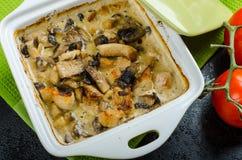 Poulet cuit au four avec les champignons et la crème Image stock