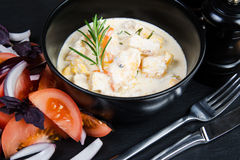 Poulet cuit au four en sauce Photographie stock libre de droits