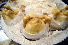 Poulet cuit au four en sel Image stock