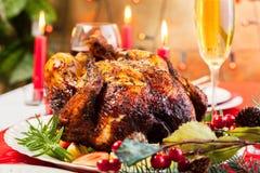 Poulet cuit au four pour le dîner de Noël photos libres de droits