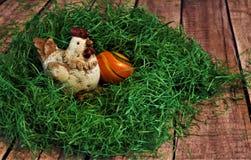 Poulet décoratif avec l'oeuf photo libre de droits