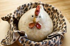 Poulet dans un panier Image stock