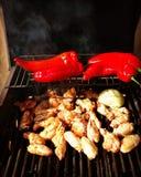 Poulet de BBQ et poivrons rouges Photographie stock