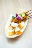 Poulet de Satay avec du pain grillé Images libres de droits