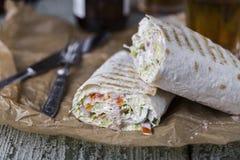 Poulet de Shawarma en pain pita mince Photographie stock