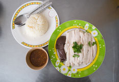 Poulet de style de la Hainan découpé en tranches avec du riz photographie stock libre de droits