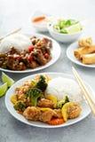 Poulet doux et aigre avec des légumes photos stock