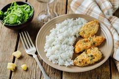 Poulet en croûte cuit au four de persil de parmesan avec du riz Images stock