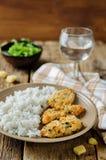 Poulet en croûte cuit au four de persil de parmesan avec du riz Photo libre de droits