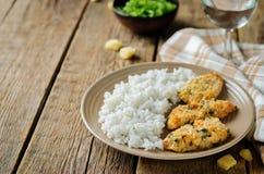 Poulet en croûte cuit au four de persil de parmesan avec du riz Images libres de droits