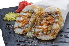 Poulet et avocat ?pic?s de tempura de petit pain photographie stock libre de droits