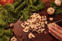 Poulet et légumes de cuisinier Amour au concept sain de consommation Photo libre de droits