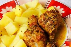 Poulet et pommes de terre photos stock