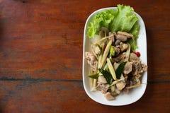 Poulet frit avec l'herbe thaïlandaise Images libres de droits