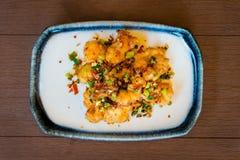 Poulet frit avec la nourriture thaïlandaise délicieuse douce et aigre image libre de droits