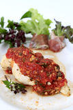 Poulet grillé avec la sauce tomate Images libres de droits