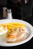 Poulet grillé Brest avec de la salade photo libre de droits
