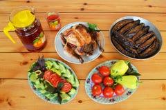 Poulet Lavangi de l'Azerbaïdjan et aubergine bourrée Photo libre de droits
