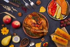 Poulet ou dinde, consommation de nourriture d'automne Fond de nourriture de jour et de récolte de thanksgiving photos stock