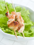 Poulet (ou porc) sur une broche de gril Photo stock