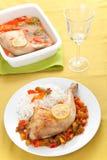 Poulet rôti avec les poivrons rouges et verts Photo stock