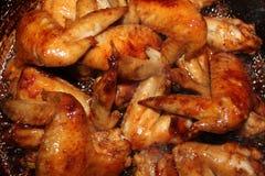 Poulet rôti sur la table en bois, vue supérieure Photographie stock