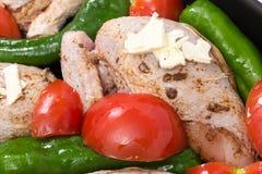 Poulet rôti cru pour la cuisson photographie stock