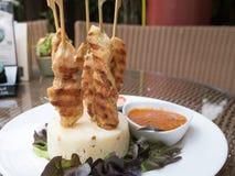 Poulet Satay ou chiche-kebab de poulet photo stock
