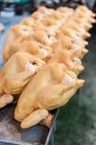Poulets frais à vendre photo libre de droits