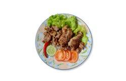 Poulets frits, piment, tomate de glissière sur le plat photo libre de droits