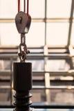 Poulie avec la corde rouge Photographie stock