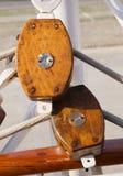 Poulie coupée deux en bois Image stock