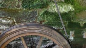 Poulie de moulin à eau banque de vidéos