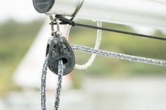 Poulie et corde de bateau Photo stock