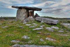 Poulnabrone-Dolmen in Irland stockbild