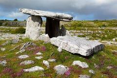 Poulnabrone gravvalv, Irland Arkivbilder