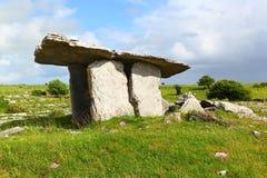 Poulnabrone gravvalv, Irland Arkivfoton