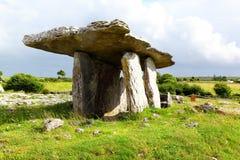 Poulnabrone gravvalv, Irland Royaltyfri Fotografi